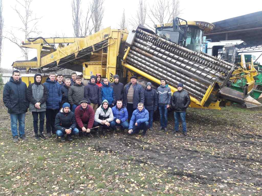 Вивчення нової зарубіжної сільськогосподарської техніки студентами Охтирського коледжу СНАУ