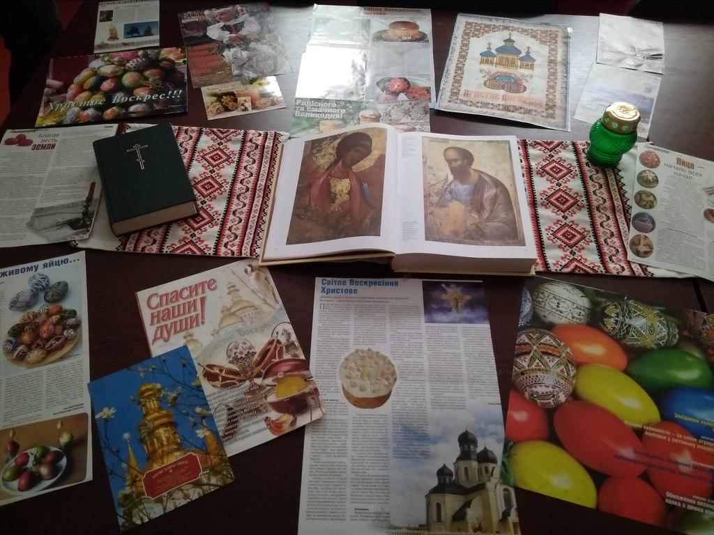 В бібліотеці Охтирського коледжу СНАУ напередодні найбільшого християнського свята